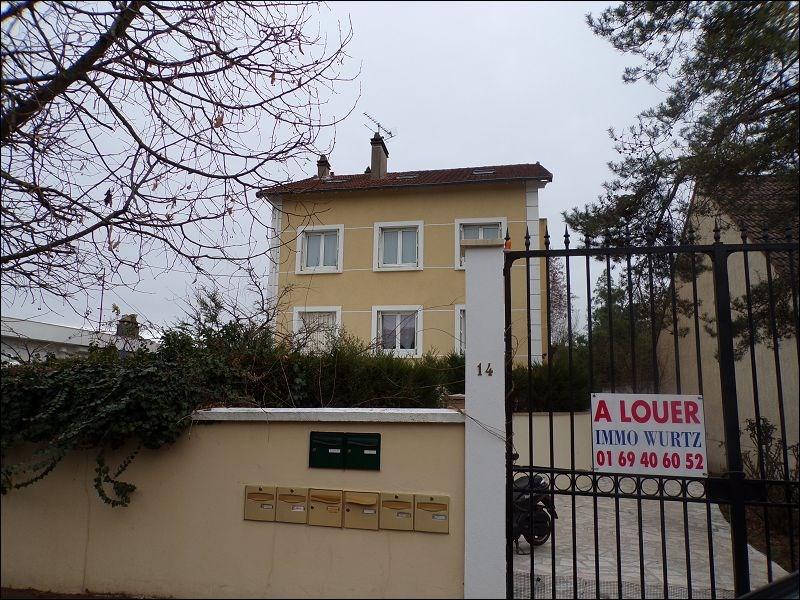 Rental apartment Montgeron 655€ CC - Picture 1