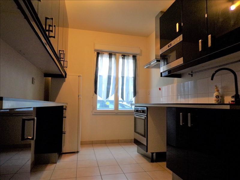 Rental apartment Guyancourt 836€ CC - Picture 3