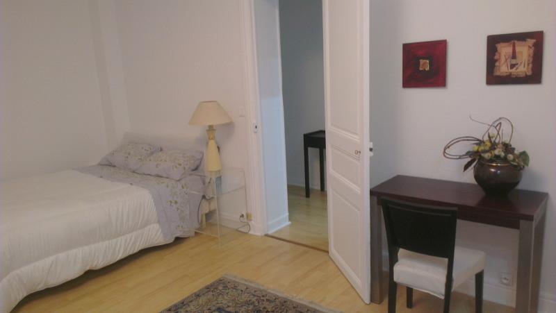 Rental apartment Paris 8ème 1450€ CC - Picture 1