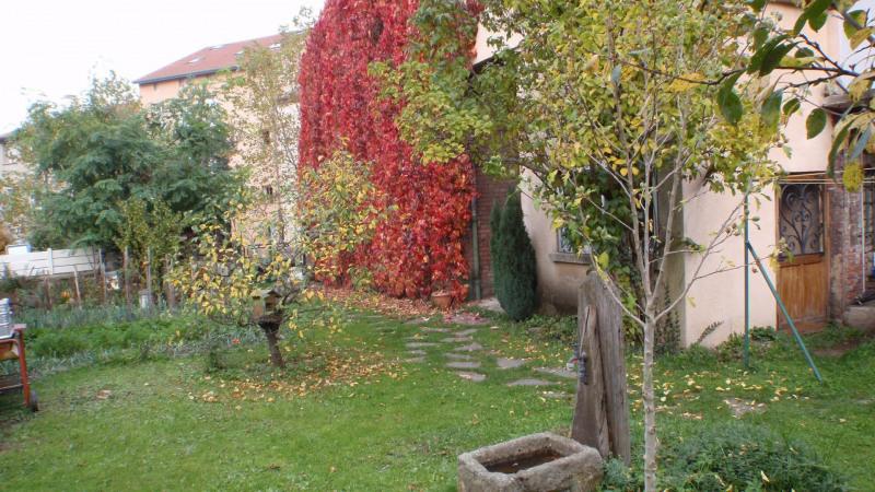 Sale house / villa Saint-genest-lerpt 299000€ - Picture 1