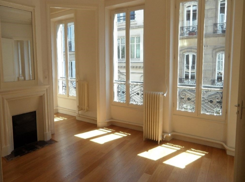 Rental apartment Paris 8ème 3 150€ CC - Picture 1
