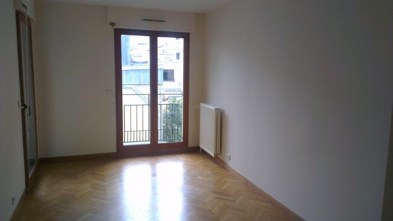 Location appartement Paris 15ème 2800€ CC - Photo 3