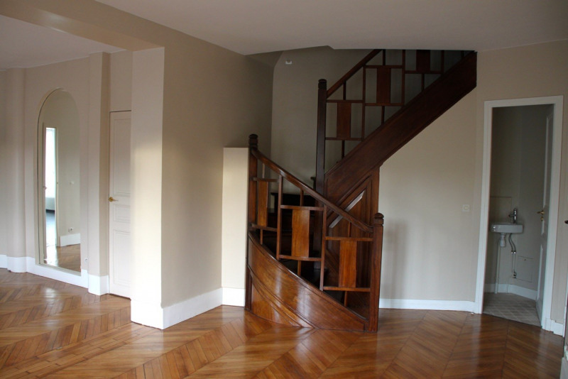 Rental apartment Neuilly-sur-seine 3350€ CC - Picture 1