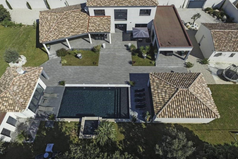 Deluxe sale house / villa Domazan 880000€ - Picture 3