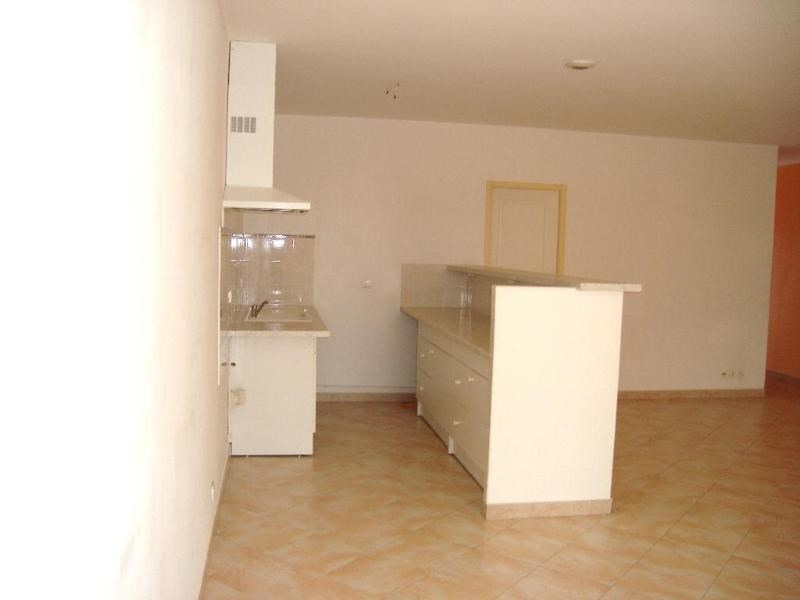 Location appartement Trets 1 022€ CC - Photo 2