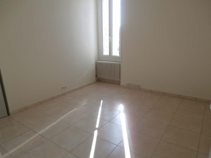 Rental apartment Salon de provence 850€ CC - Picture 4