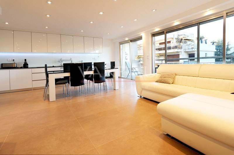 Vente de prestige appartement Juan-les-pins 430 000€ - Photo 1