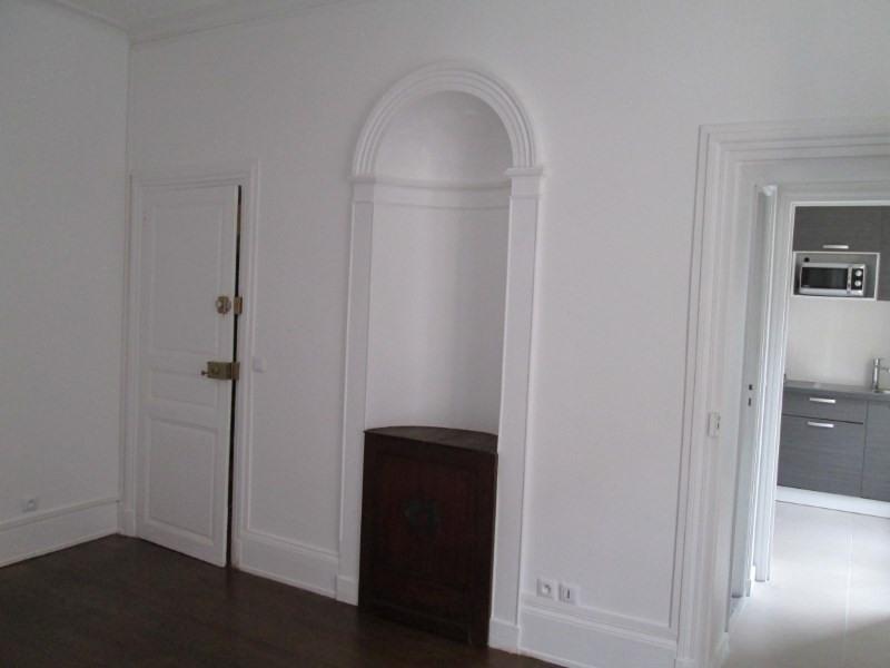 Rental apartment Versailles 930€ CC - Picture 1