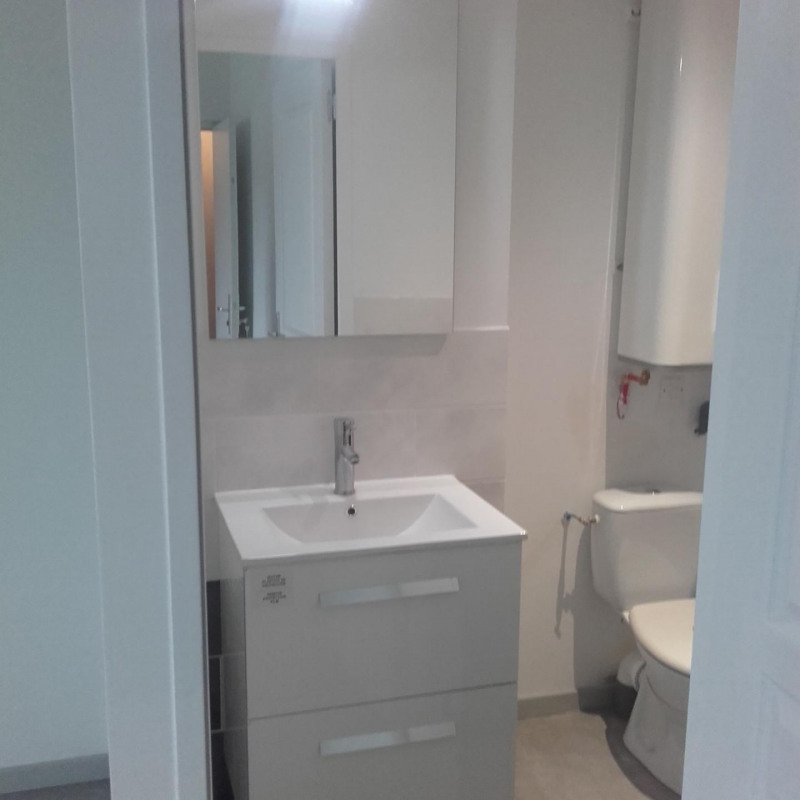 Location appartement Luzinay 550€ CC - Photo 3