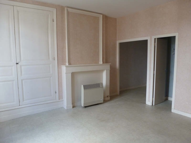 Location appartement Chatellerault 317€ CC - Photo 1