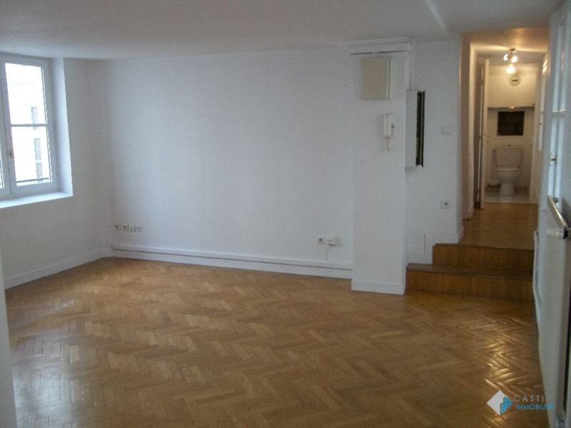 Location appartement Paris 3ème 1782€ CC - Photo 4