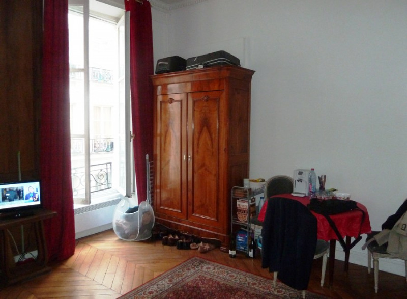 Rental apartment Paris 2ème 790€ CC - Picture 1