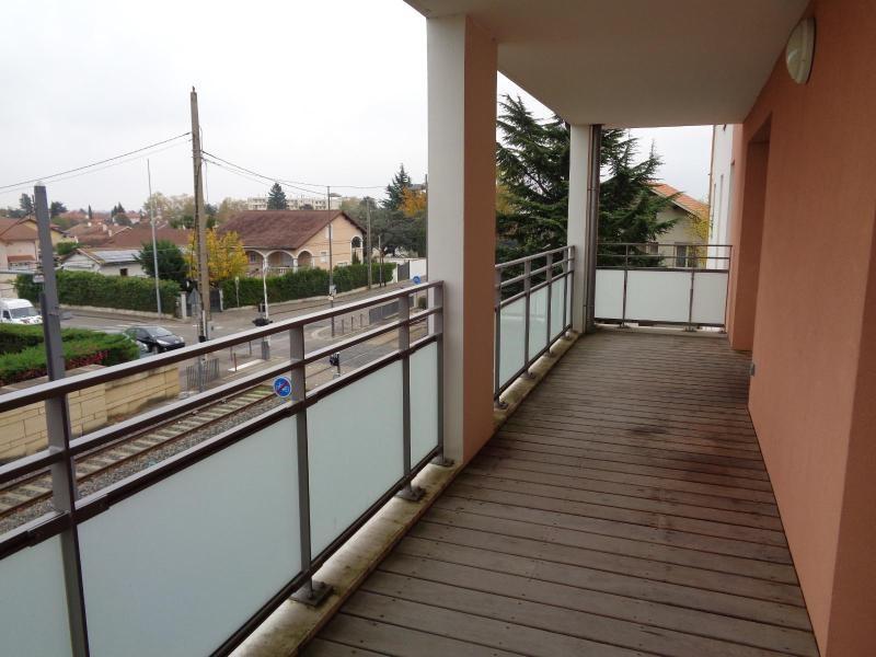Location appartement Meyzieu 674€ CC - Photo 2