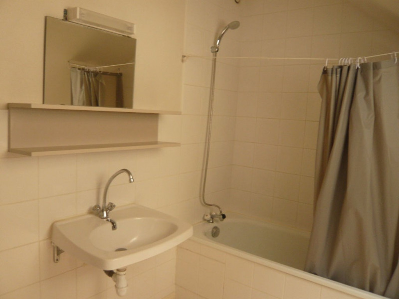 Rental apartment Laval 334€ CC - Picture 3