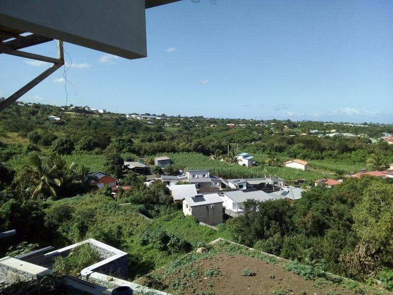 Location appartement La riviere 905€ CC - Photo 1