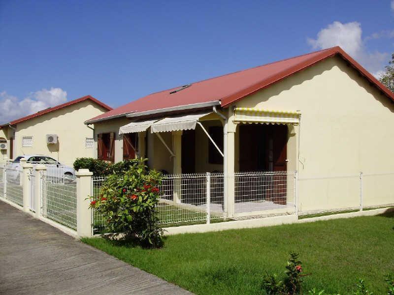 Rental house / villa Le gosier 810€ CC - Picture 1