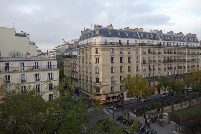 Rental apartment Paris 17ème 2130€ CC - Picture 1
