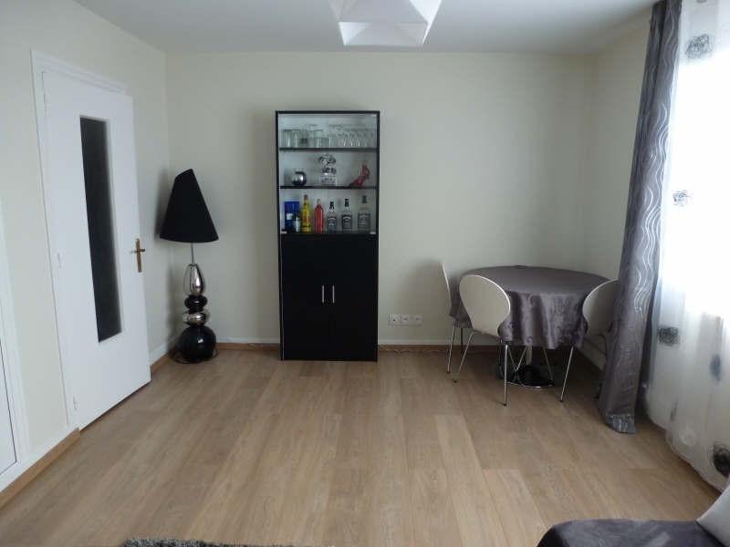 Location appartement Coignieres 725€ CC - Photo 2