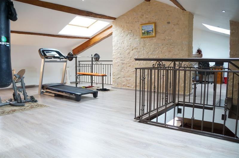 Sale house / villa L isle d abeau 347000€ - Picture 9