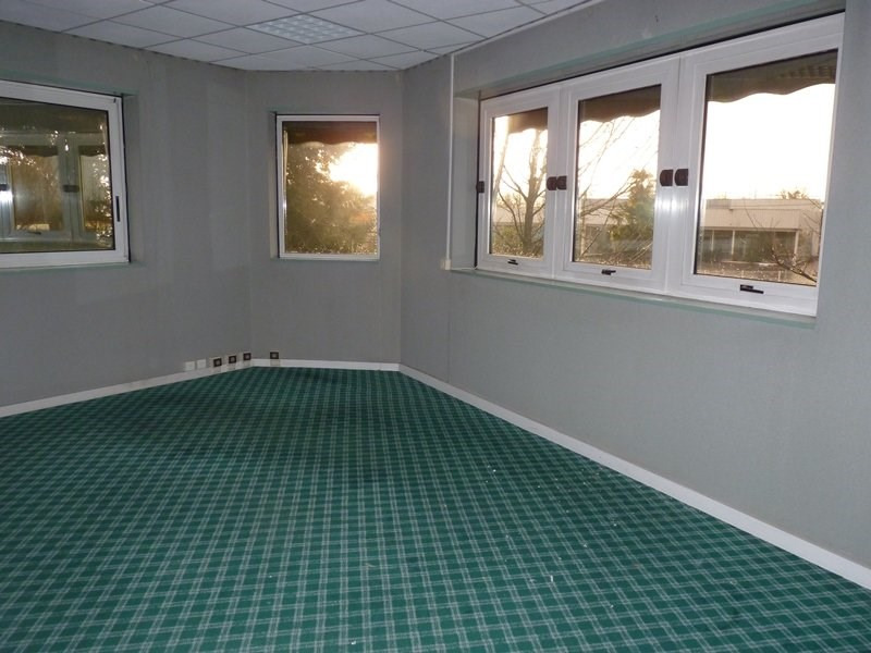 Location local commercial Odos 7 063€ CC - Photo 5
