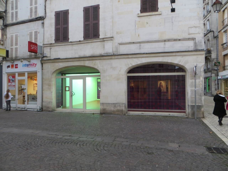 Location local commercial Cognac 791€ +CH/ HT - Photo 1