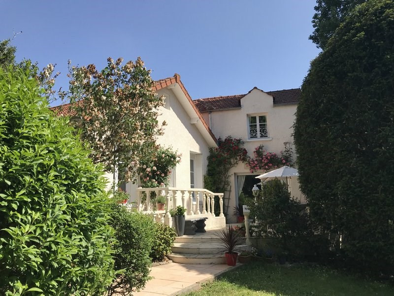 Sale house / villa Orgeval 700 000€ - Picture 1