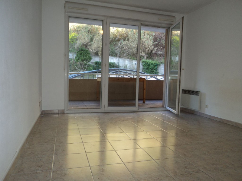 Rental apartment Menton 690€ CC - Picture 1
