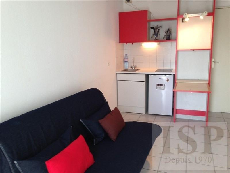 Location appartement Marseille 5ème 429€ CC - Photo 1