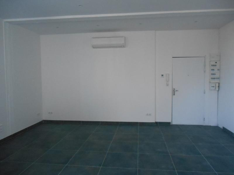 Rental apartment Ste savine 620€ CC - Picture 3