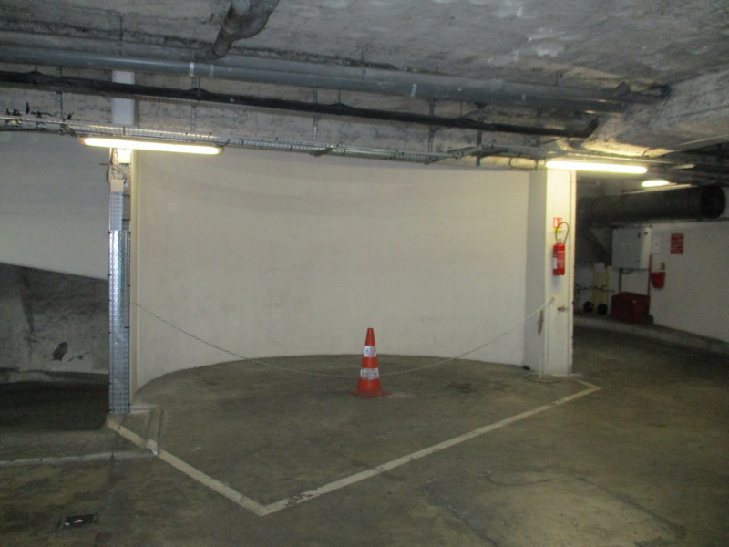 Location parking Paris 2ème 210€ CC - Photo 1