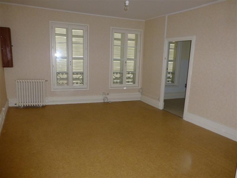 Rental apartment Saint-jean-d'angély 470€ CC - Picture 2