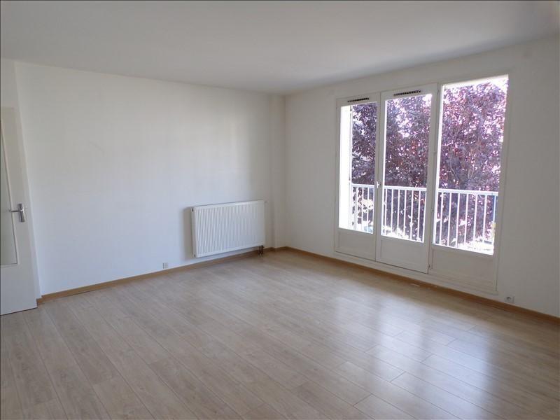 Location appartement Montigny le bretonneux 1080€ CC - Photo 2