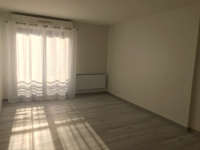 Rental apartment Le port marly 890€ CC - Picture 3
