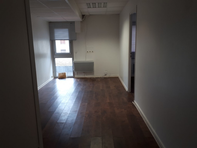 Location local commercial Annecy 586€ CC - Photo 1