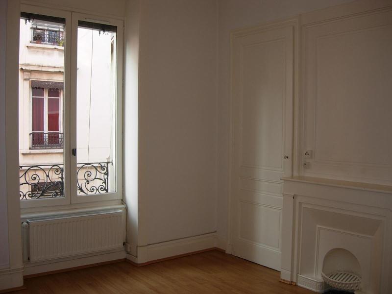 Location appartement Villeurbanne 823€ CC - Photo 3