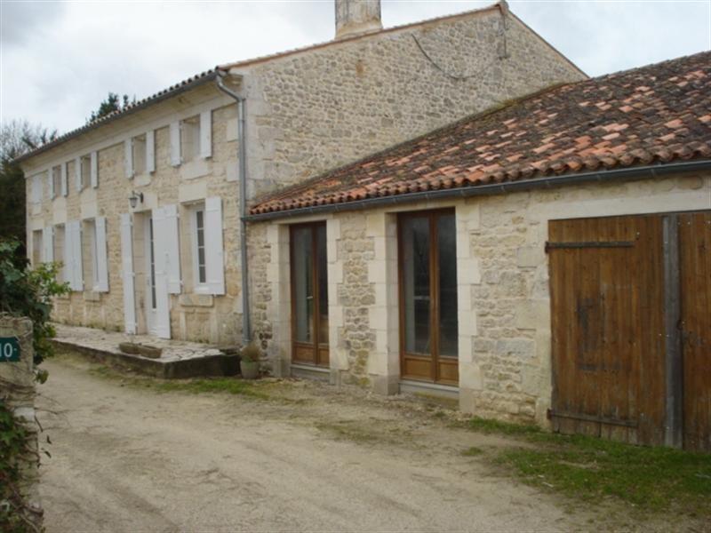 Sale house / villa Bords 190800€ - Picture 1