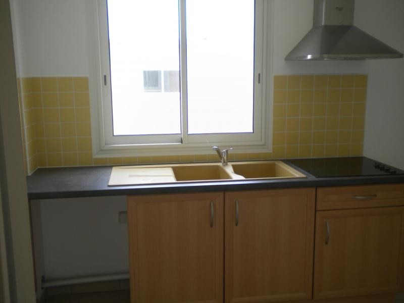 Rental apartment Ste clotilde 727€ CC - Picture 3