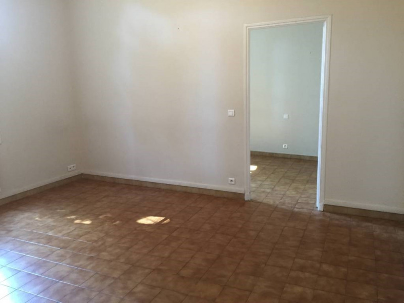 Location maison / villa Avignon 574€ CC - Photo 3