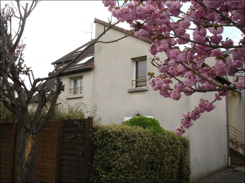 Rental apartment Athis mons 786€ CC - Picture 1