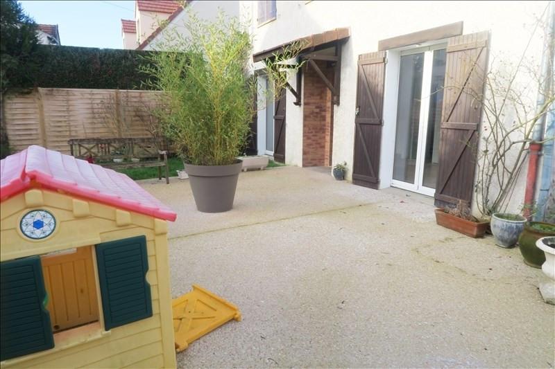 Rental apartment Ste genevieve des bois 975€ CC - Picture 1