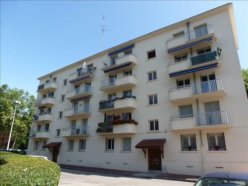 Rental apartment Charbonnieres les bains 690€ CC - Picture 4