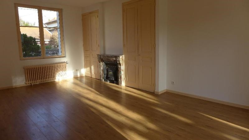 Location maison / villa St foy les lyon 1 850€ CC - Photo 8