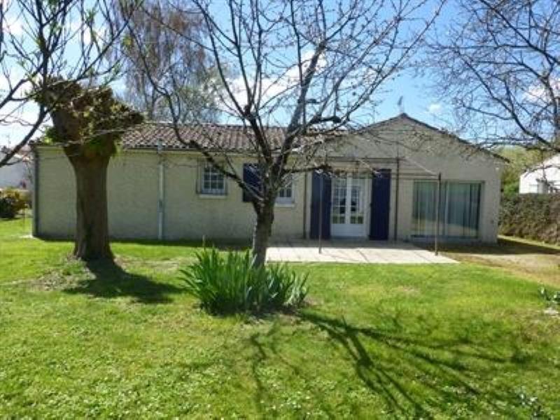 Sale house / villa Saint-jean-d'angely 159750€ - Picture 2