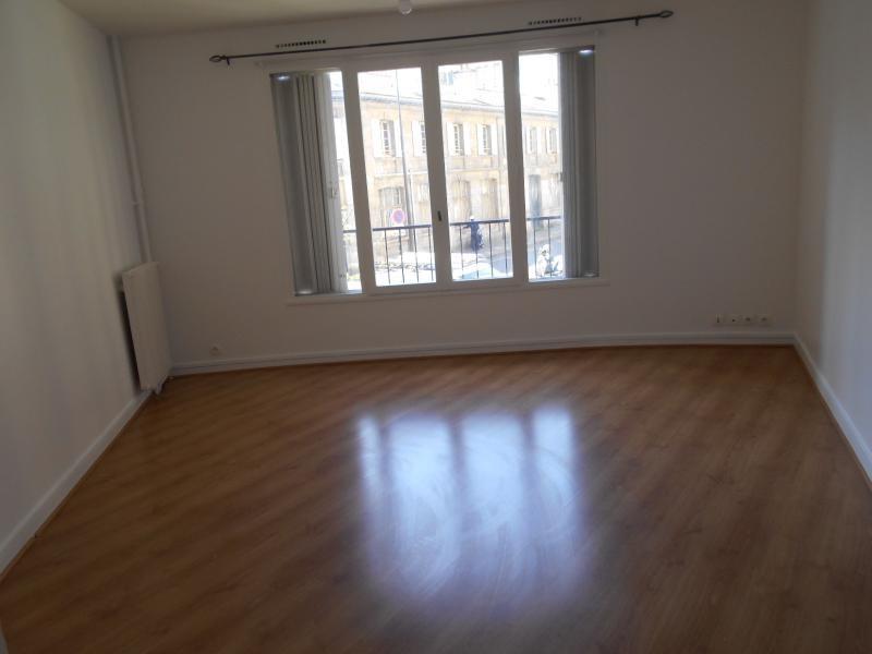 Location appartement Paris 18ème 1050€ CC - Photo 1