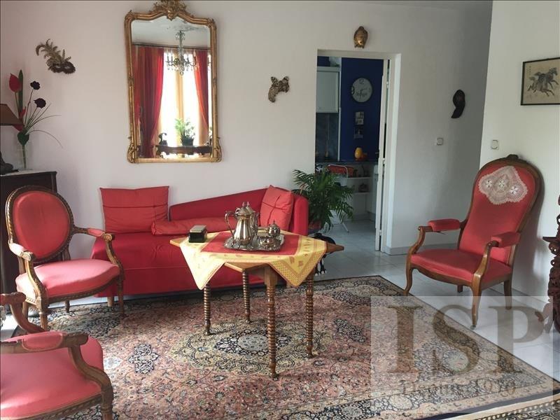 Sale apartment Les milles 274900€ - Picture 2