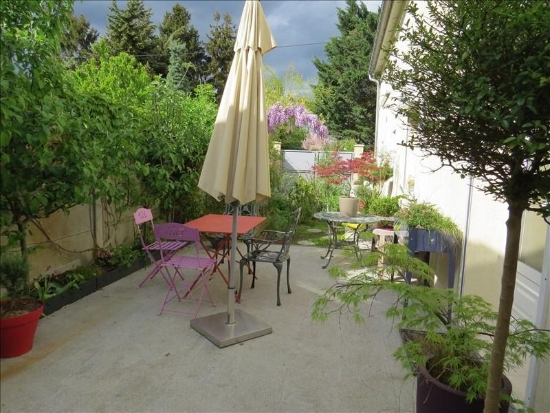 Sale house / villa Le mesnil le roi 580000€ - Picture 1
