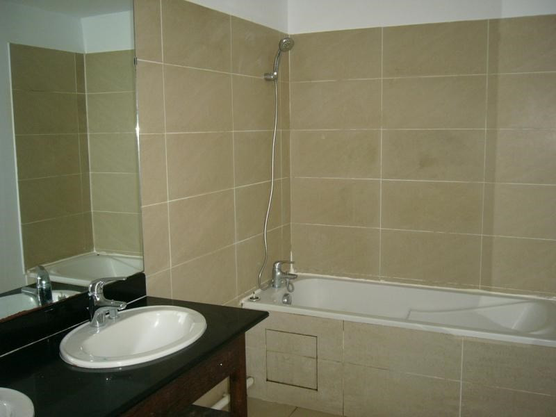 Rental apartment St denis camelias 630€ CC - Picture 6