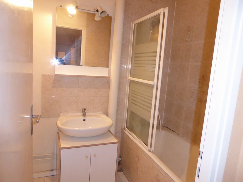 Rental apartment Maurepas 720€ CC - Picture 4