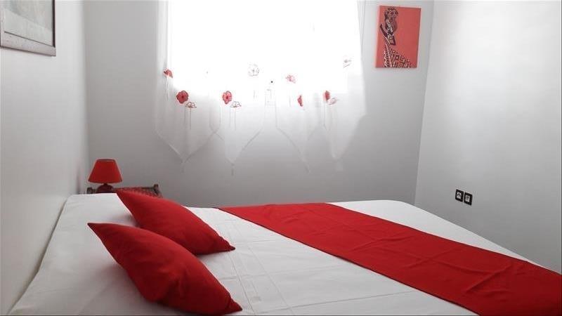 Rental apartment Moule 750€ CC - Picture 2
