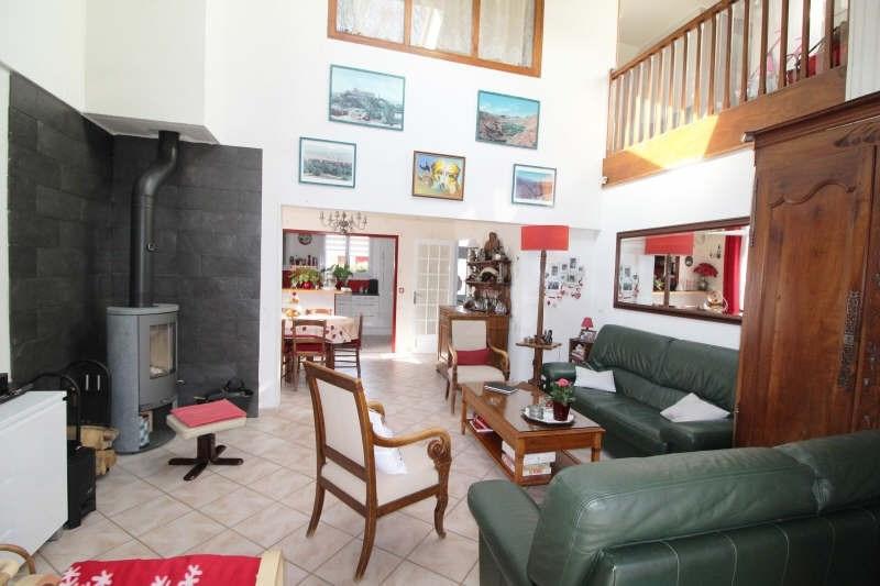 Sale house / villa Maurepas 451000€ - Picture 2